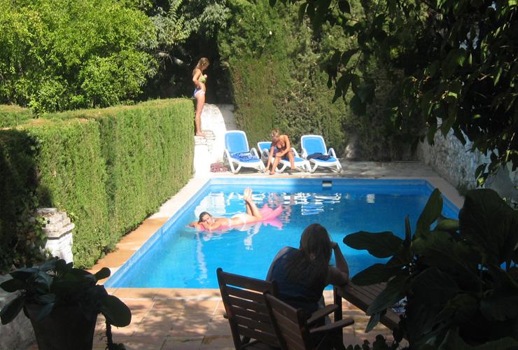 mieten luxus villa granada luxus villa mieten in granada mit pool und gro em garten gleich. Black Bedroom Furniture Sets. Home Design Ideas